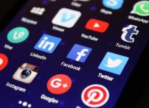 portable avec différents réseau sociaux